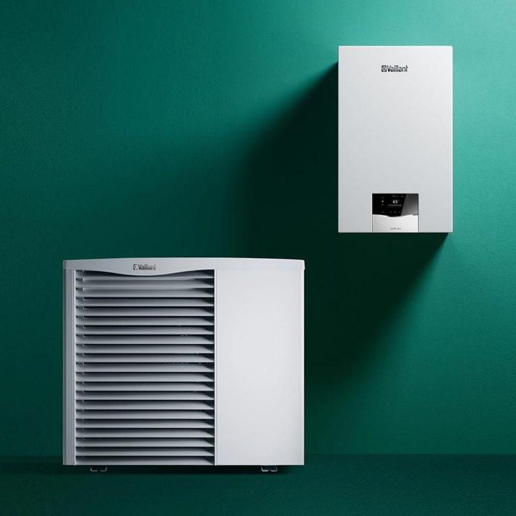 Vaillant Sistema ibrido 5.1 composto da caldaia a condensazione murale ecoTEC plus VMW 30 e pompa di calore monoblocco aroTHERM VWL 55/3 0010040060