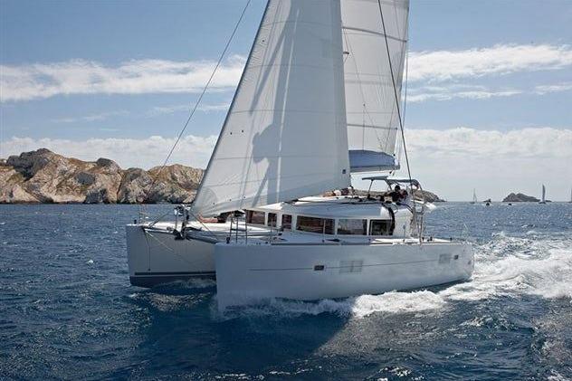 Sailing of the Lagoon 400