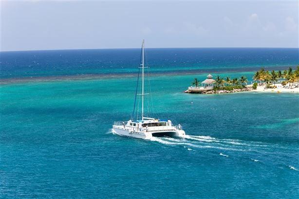 The view of the catamaran Lagoon 500