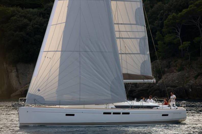 Sailboat Sun Doyssey 509 on navigazion