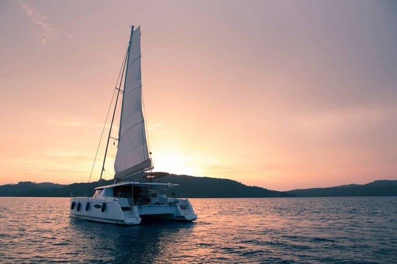 catamaran-sunset-sailing