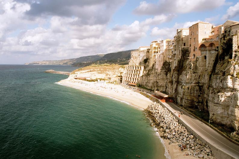 cliff-at-tropea-italy-sep-2005
