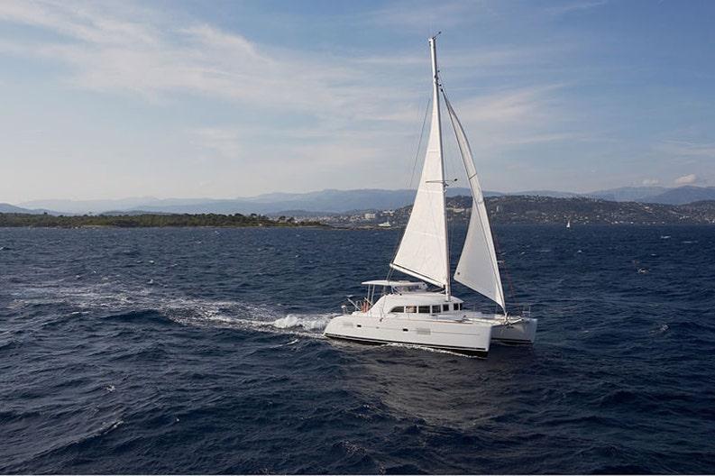 Sailing of the Lagoon 380